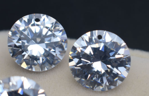 Cubic-Zirconia-White-CZ-Round-diamond-faceted-cut-with-drilled-holes-suppliers