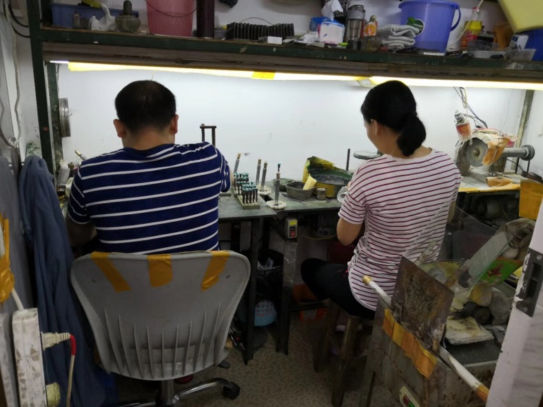 Lab-created-emerald-green-FU-RONG-GEMS-stones-Cutters