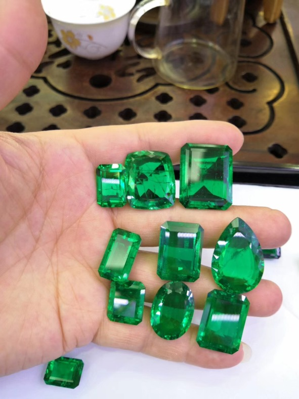 Lab-created-emerald-green-gemstones-wholesale-from-china-manufacturers
