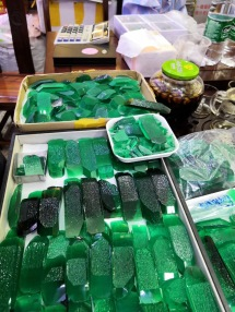 Lab_created_emerald_green_Colombia_Green_rough_china_suppliers