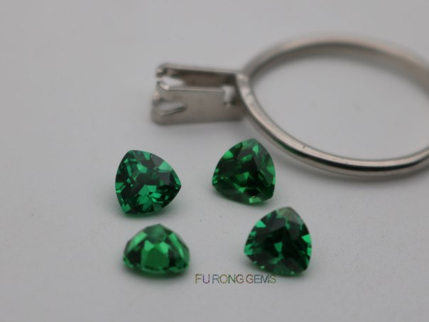 Emerald-Green-Color-Cubic-Zirconia-6x6mm-Trillion-shape-Gemstones-Wholesale